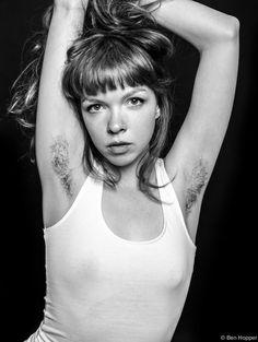 Il photographie des femmes poilues pour dénoncer les diktats de la beauté - Des femmes avec les aisselles non épilées / unshaven underarm, hairy armpits  Trendy ! :p okselhaar LOL