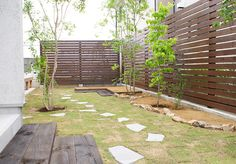 27 Cheap DIY Fence Ideas for Your Garden, Privacy, or Perimeter Compound Wall, Diy Fence, Fence Ideas, Modern Fence, Outdoor Furniture Sets, Outdoor Decor, Bungalow, Deck, Backyard
