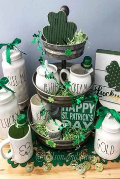 St Patricks Day Decorations That You Can DIY ★ See more: https://glaminati.com/diy-st-patricks-day-decorations/ St Patricks Day Food, Happy St Patricks Day, Diy St Patricks Day Decor, Saint Patricks, St. Patrick's Day Diy, St Patrick Day Activities, St Patrick's Day Decorations, St Patrick's Day Crafts, St Paddys Day