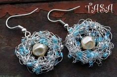 picture how-to for these silver wire crocheted earrings