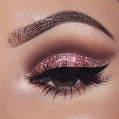 Pageant and Prom Makeup Inspiration. Find more beautiful makeup looks with Pageant Planet. Pageant and Prom Makeup Inspiration. Find more beautiful makeup looks with Pageant Planet. Sparkly Eye Makeup, Cat Eye Makeup, Pink Makeup, Smokey Eye Makeup, Glam Makeup, Beauty Makeup, Smoky Eye, Glitter Makeup, Hair Makeup