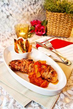 Feta- och baconlindad lax med mangomojo, rostade rotsaker och pepparrotscreme