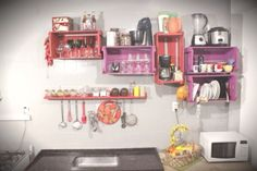 What do you expect from the wall shelves? Kitchen Cabinet Colors, Kitchen Shelves, Kitchen Colors, Diy Kitchen, Kitchen Decor, Kitchen Cabinets, Pallet Wall Shelves, Pallet Furniture, Wood Pallets