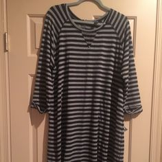 Dress size 2x NW Striped dress knee length 2x(cut small) Never worn with tags Dresses