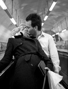 Yo te enseñe a besar: los besos fríos  Son de impasible corazón de roca,  Yo te enseñé a besar con besos míos  Inventados por mí para tu boca. (Gabriela Mistral)