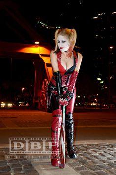 COSPLAY : Jessica Herrlein as Arkham City Harley Quinn