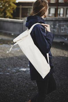 Dans Le Sac Baguette Bag Over Shoulder, Photo by Maude Chauvin French Picnic, Baguette Bread, How To Store Bread, Bread Bags, Picnic Theme, Market Bag, Reusable Bags, Cotton Bag, Travel Size Products