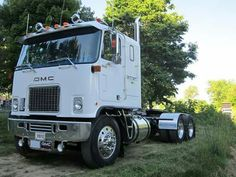 Cabover - We repair used trailers in any condition. Contact USTrailer and let us repair your trailer. Click to http://USTrailer.com or Call 816-795-8484