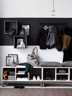 Förläng hallen (IKEA Sverige Livet Hemma) On aime beaucoup cette assise qui est aussi un meuble de rangement ! The post Förläng hallen (IKEA Sverige Livet Hemma) appeared first on Flur ideen.