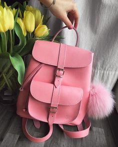 Der wohl schönste und hochwertigste Lederrucksack den ich jeeee gesehen habe! Bin überglücklich  Ist von der Firma @grafea ❕ Danke liebste Annemarie  #happyme #roselove #bestcolor #girly #newlove