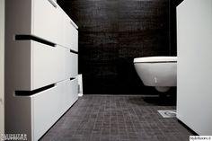 kylpyhuone,wc,musta,harmaa