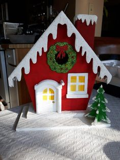 1 million+ Stunning Free Images to Use Anywhere Christmas Gingerbread House, Christmas Tea, Rustic Christmas, Simple Christmas, Handmade Christmas, Christmas Village Houses, Christmas Door Decorations, Felt Christmas Ornaments, Christmas Photo Booth