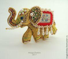 Купить или заказать Брошь Индийский Слон, талисман, вышивка золотом в интернет-магазине на Ярмарке Мастеров. Резерв. Продолжаю свою коллекцию украшений со слонами. Брошь коллекционная. Чудесный маленький слоник создан из позолоченных компонентов, разных натуральных жемчужин, антикварного мельчайшего бисера, а спинку слона украшает винтажный редкий кабошон. Брошь легкая и маленькая для таких работ в вышивке. Это ювелирная вышивка. Брошь в подарочной красивой коробочке.