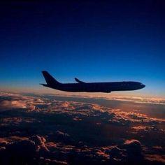 Night Flight pic.twitter.com/E2OKbhydTu