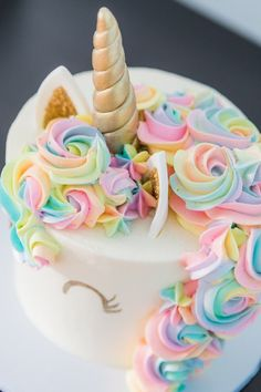 This Unicorn Cake is perfect for your magical rainbow party.