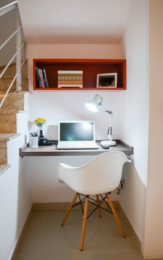 Desk Under Stairs, Small Rooms, Small Spaces, Home Office Layouts, Cozy Office, Sweet Home, House Stairs, Staircase Design, Working Area