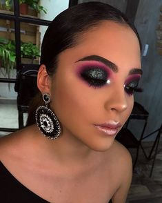 Each and every Woman desires peachy dewy pores and skin, beautiful hair and flawless make up. Makeup Eye Looks, Glam Makeup Look, Cute Makeup, Gorgeous Makeup, Skin Makeup, Eyeshadow Makeup, Beauty Makeup, Black Makeup, Makeup Trends