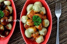 Just Try & Taste: Cilok - Dengan sambal pecel atau sambal rujak, keduanya sama mantapnya!