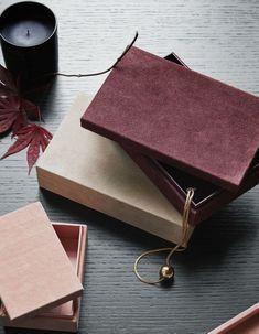 H&M Home : notre sélection déco à moins de 40 € - Elle Décoration Grand Vase En Verre, Vase Design, Grands Vases, Thick Cardboard, H & M Home, North And South America, Decoration, Products, Dekoration