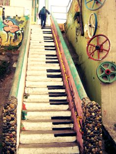 musically inclined Piano Steps...MUST DO THIS on my front steps....How cool!!!! Because I love music!!!!