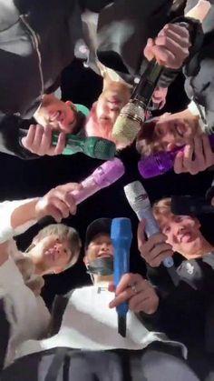 You know why Rainbow have 7 🌈 colors because Bangtan have 7 members and each color represents one member 🌈 Bts Suga, Bts Taehyung, Bts Bangtan Boy, Bts Lockscreen, Foto Bts, Bts Memes, Namjoon, Kpop, Bts Group Photos