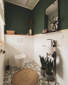 White Bathroom Tiles, Small Toilet Room, Bathroom Inspiration, Small Bathroom Makeover, Bathroom Design Decor, Wc Design, Bathroom Interior Design, Bathroom Design, Best Bathroom Designs