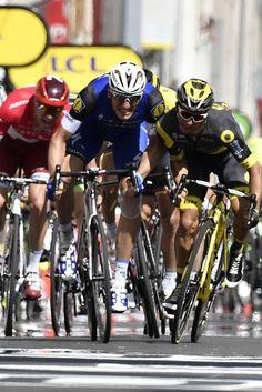 Marcel Kittel sprints to win ahead of Bryan Coquard stage 4 TDF2016 AFP / jeff pachoud