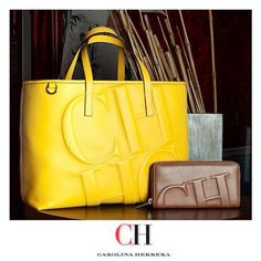 Bolso amarillo de carolina herrera Dior Handbags, Guess Handbags, Luxury Handbags, Purses And Handbags, Beautiful Handbags, Beautiful Bags, Carolina Herrera Handbags, Custom Purses, Hermes Bags