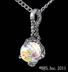 Arkenstone Necklace, the Heart of the Mountain clutched in the claw of Smaug.....love this