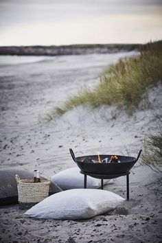 Cool bonfire plate that can be moved - take it with you to the beach or in the garden, to create a nice cozy setting for a summer night.