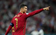 Cristiano Ronaldo Cr7, Old Women, Football, Lady, Fashion, Hs Sports, World, Soccer, Moda