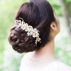 Adding those finishing touches...beautiful bridal hair inspiration from @thebridalstylists A low updo works so well with a delicate pearly comb.   Handmade bridal hair accessories from Donna Crain. See the entire collection at www.donnacrain.com or come and visit me in person. I offer a bespoke service too so do get in touch if you are looking for something different. X