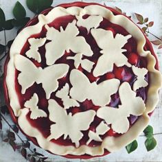 cherry pie from Butterfly cut-out pie topper//easy pie decoration//pie crust ideas Just Desserts, Delicious Desserts, Dessert Recipes, Pie Crust Designs, Pie Decoration, Pies Art, Pie Crust Recipes, Pie Crusts, Cupcakes