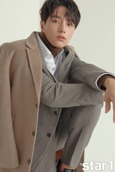 Love this colour combo, you certainly look good in it! Asian Actors, Korean Actors, Kim Myung Soo, Myungsoo, Music Aesthetic, Seo Joon, Kdrama Actors, Lee Sung, Photo L