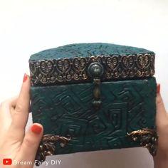 DIY Jewelry Box: Turn a vintage book into a jewelry box - DIY .DIY Jewelry Box: Turn a Vintage Book into a Jewelry Box - DIY Jewelry Box: Turn a Vintage Book into a Jewelry Diy Crafts Hacks, Diy Crafts For Gifts, Diy Home Crafts, Diy Arts And Crafts, Creative Crafts, Handmade Jewelry Box, Diy Jewelry, Diy Jewlery Box, Paper Jewelry