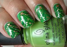 By far my favorite Christmas nails design!  Can't wait for the holidays to try it!  Colores de Carol: 12 Days of Christmas Challenge Day 12