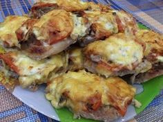 French pork chops in the OVEN.- French pork chops in the OVEN. Pork Recipes For Dinner, Chicken Recipes, Hungarian Recipes, Italian Recipes, Shredded Pork Recipes, Good Food, Yummy Food, Romanian Food, Us Foods