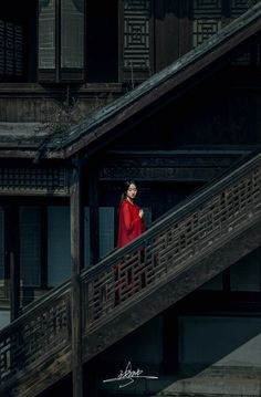 Lady in Red in China. Chinese Culture, Chinese Art, Cultures Du Monde, Wow Photo, Chinese Architecture, Foto Art, Ancient China, Hanfu, The Last Airbender
