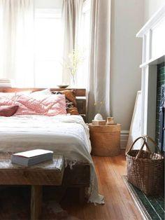 Mooi houten bed en hoofdbord