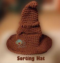 Ravelry: Free Harry Potter Sorting Hat pattern by Allison Hoffman Mode Crochet, Diy Crochet, Crochet Crafts, Crochet Projects, Crochet Geek, Unique Crochet, Crochet Ideas, Diy Crafts, Harry Potter Sorting Hat