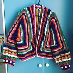 Blühende Bomberjacke in Paintbox-Garnen Simply Aran - PDF zum Herunterladen Cardigan Au Crochet, Gilet Crochet, Crochet Jacket, Crochet Yarn, Crochet Hooks, Crochet Clothes, Diy Clothes, Clothes Women, Fashion Clothes
