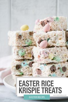 Easy and festive Easter Rice Krispie Treats with Mini Eggs! Perfect for Easter and all the Easter gatherings. Easy and festive Easter Rice Krispie Treats with Mini Eggs! Perfect for Easter and all the Easter gatherings. Desserts Ostern, Köstliche Desserts, Dessert Recipes, Fudge Recipes, Yummy Treats, Sweet Treats, Reis Krispies, Easter Recipes, Easter Food