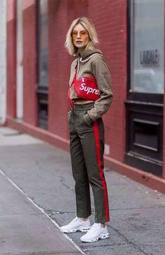 it girl - calca-verde-listra-vermelha-oculos-amarelo/pochete-vermelha - óculos colorido - meia estação - street style | Até em looks sporty eles ficam super bem! O modelo se mostra versátil em todas as cores e shapes.
