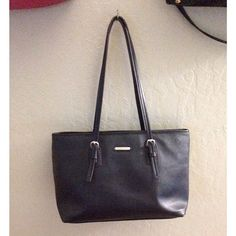 """Dana Buchman Tote Dana Buchman Tote »→ straps drop 10"""" »→ 14.5"""" length x 9.5"""" height x 5.5"""" width »→ silver hardware »→ 2 interior zip pockets/top magnetic closure »→ bottom of purse & strap peeling/slight staining on interior [pictured] »→ outside looks amazing »→ preloved  make me an offer Dana Buchman Bags Totes"""