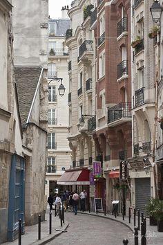 Waliking the Streets of Paris, photograph by Georgia Fowler  (fineartamerica.com)