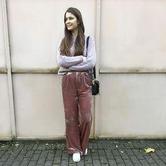 Redakteurin @antoniaconstanze liebt weite Samthosen!  Alles über den Trend und die schönsten Hosen zum Shoppen findest du hier: http://ift.tt/2ifmwEX #velvetpants #fashion #fallstyle #elletrends #happytuesday #staycozy via ELLE GERMANY MAGAZINE OFFICIAL INSTAGRAM - Fashion Campaigns  Haute Couture  Advertising  Editorial Photography  Magazine Cover Designs  Supermodels  Runway Models