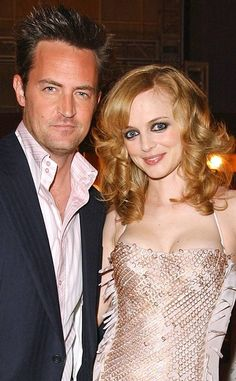 Matthew Perry & Heather Graham from They Dated? Surprising Star Couples The Friends alum and The Hangover star supposedly hooked up in but their fling didn't last long enough to be more than a little blip on the Hollywood hookup radar. Hollywood Couples, Hollywood Fashion, Celebrity Couples, Heather Graham, Famously Single, David Arquette, Matthew Perry, Eliza Dushku, Actresses