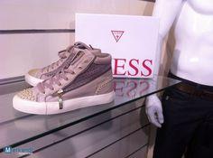 http://merkandi.gr/images/offer/lot-chaussure-guess-woman-1413335127.jpg