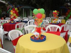 Birthday Party Tables, Elmo Birthday, Baby Girl Birthday, First Birthday Parties, Birthday Ideas, Elmo Centerpieces, Elmo Decorations, Sesame Street Party, Sesame Street Birthday