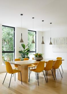 Modern dining room with rectangular wood dining table and yellow dining chairs. Dining Room Design, Dining Lighting, Yellow Dining Chairs, Dining Room Chairs, Dinning Room, Dining Room Decor, House Interior, Modern Dining Room, Dining Table